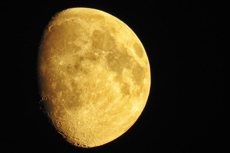 moon-1665816_1280